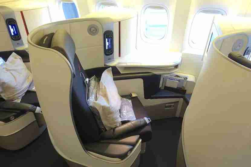 The aisle armrests raises and lowers for more room.