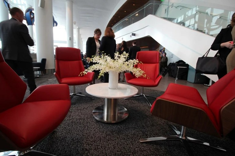 img-delta-sky-club-seattle-red-chairs