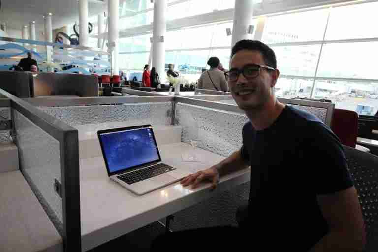 img-delta-sky-club-seattle-workstation