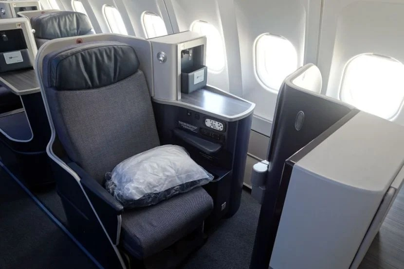 TAP's business class seat on an Azul plane.