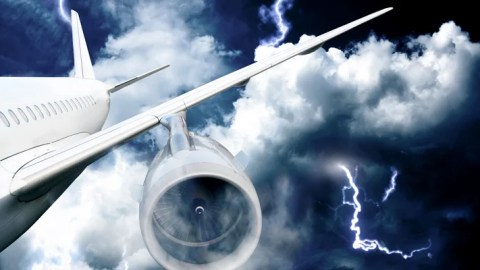 9 Airplane Landings That Won't Help Your Fear of Flying