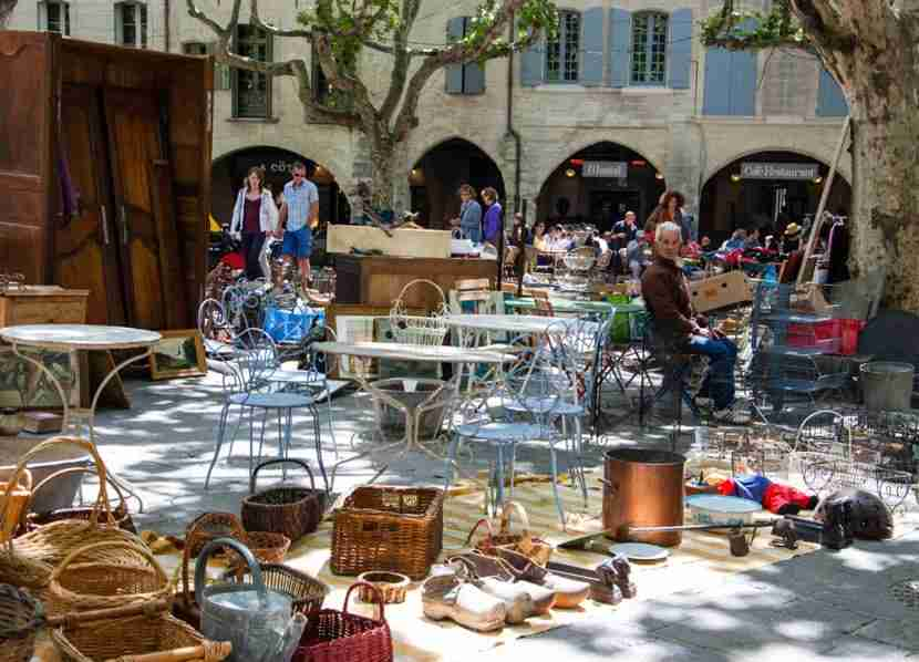 """Shopping at street markets is affordable and fun, and popular with Parisian locals. Image courtesy of <a href=""""http://www.shutterstock.com/dl2_lim.mhtml?src=fY7FKxQvG8vjadykZTv6Nw-1-18&amp;id=148418126&amp;size=medium_jpg"""">Shutterstock</a>."""