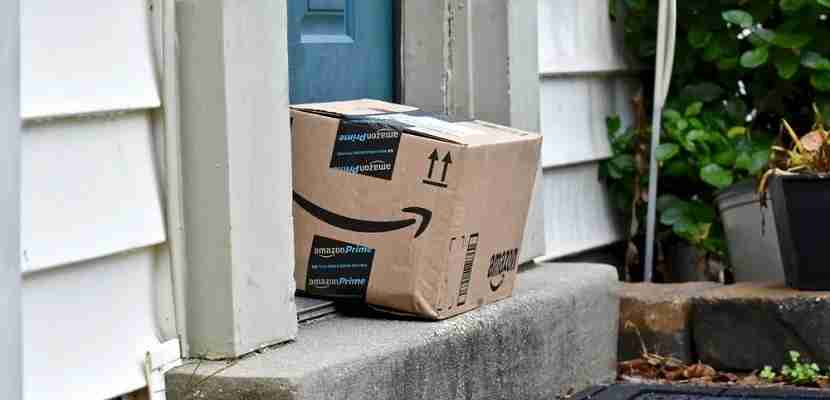 amazon-package-shopping-featured-shutterstock-354325868