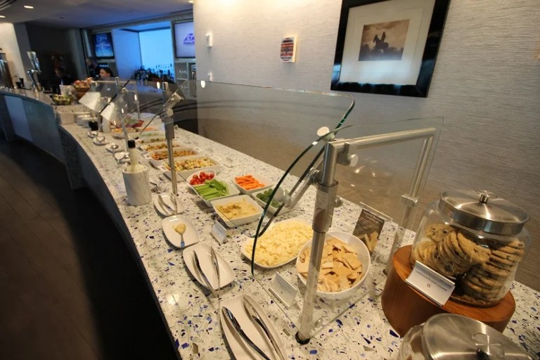 img-delta-sky-club-seattle-cold-food
