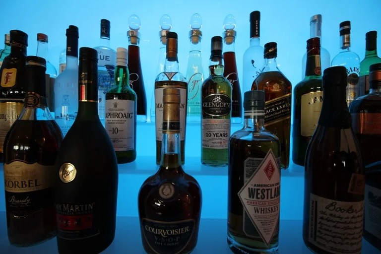 img-delta-sky-club-seattle-liquor