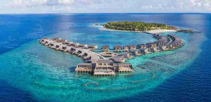 Use Starpoints to stay at the all-new St. Regis Maldives Vommuli Resort. Image courtesy of Starwood.