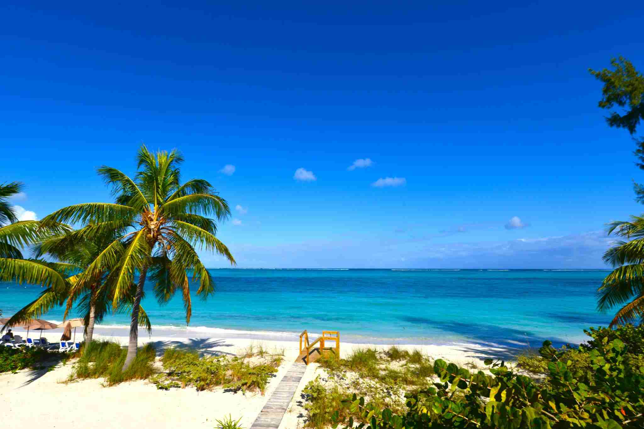 A sunny day at Grace Bay Beach in Providenciales, Turks and Cacos.