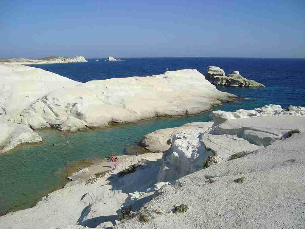 Sarakiniko beach on the island of Milos. Image courtesy of Vihou World via Wikimedia Commons.
