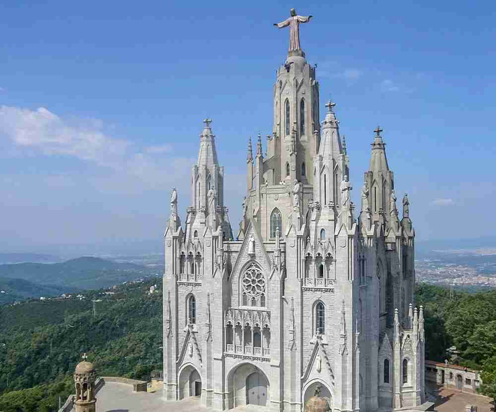 The Expiatory Church of the Sacred Heart of Jesus gives the Sagrada Familia a run for its money. Image courtesy of Jordiferrer via Wikipedia Commons.