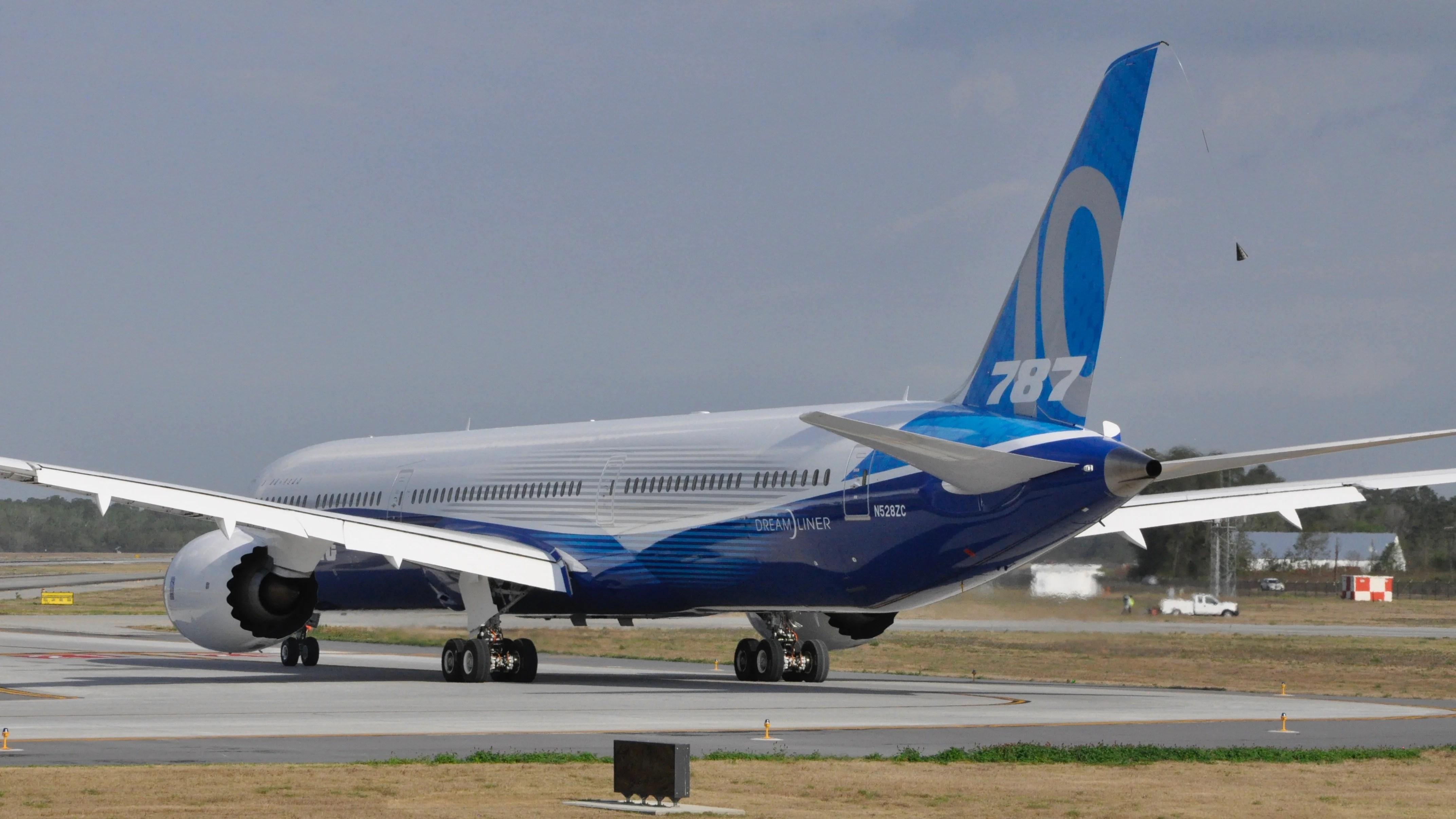 Stretched Boeing 787-10 Dreamliner Makes Maiden Voyage