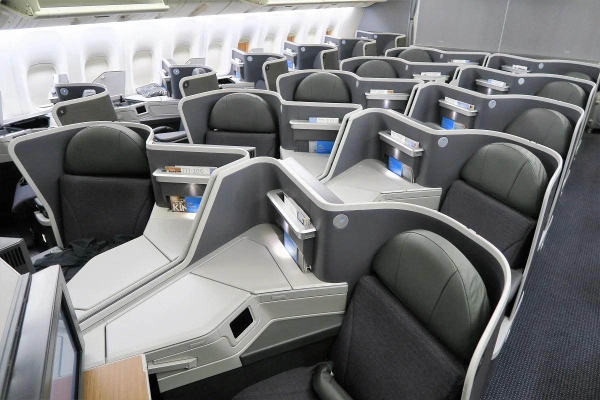 How to Fly American Airlines' Lie-Flat Business Class Seats For Just 12,000 Chase Points