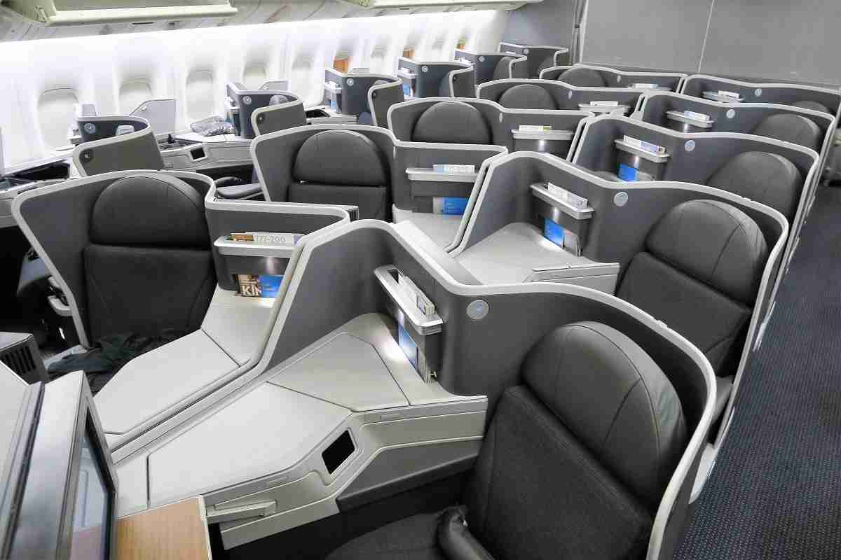 B/E Aerospace Super Diamond business class on some AA Boeing 777-200 aircraft. Photo by JT Genter / The Points Guy.