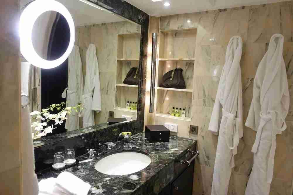 The bathroom (and plug, hooray).