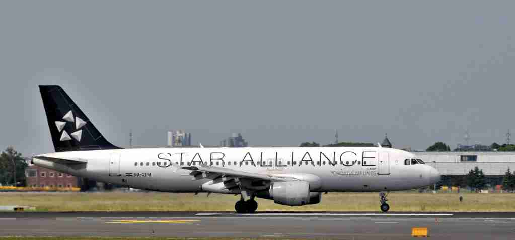 (GERMANY OUT) Germany - Brandenburg - : airplane of the Star Alliance - Croatia Airlines Airbus A320 at Schoenefeld airport (Photo by Sch?ning/ullstein bild via Getty Images)