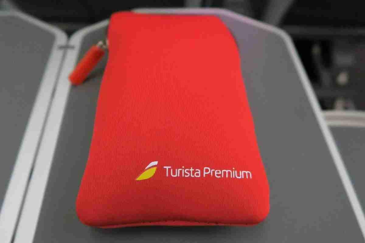 Iberia A340-600 Premium Economy amenity kit