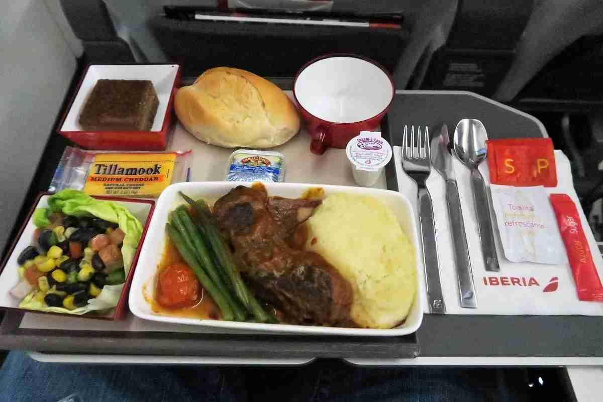 Iberia A340-600 premium economy rib dinner2