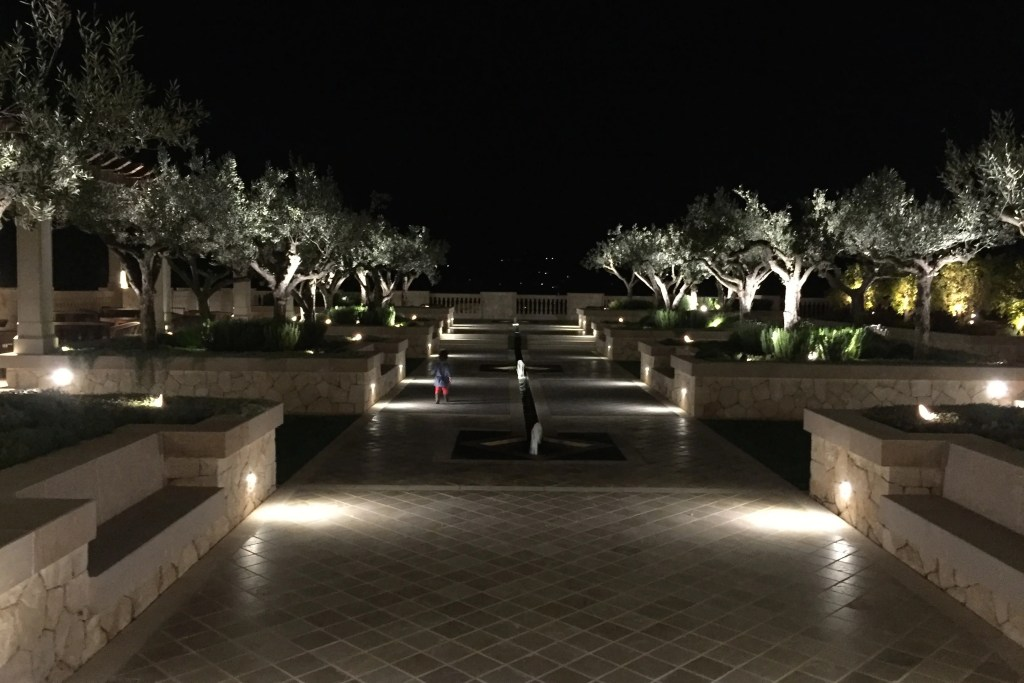 Park Hyatt Mallorca grounds at night