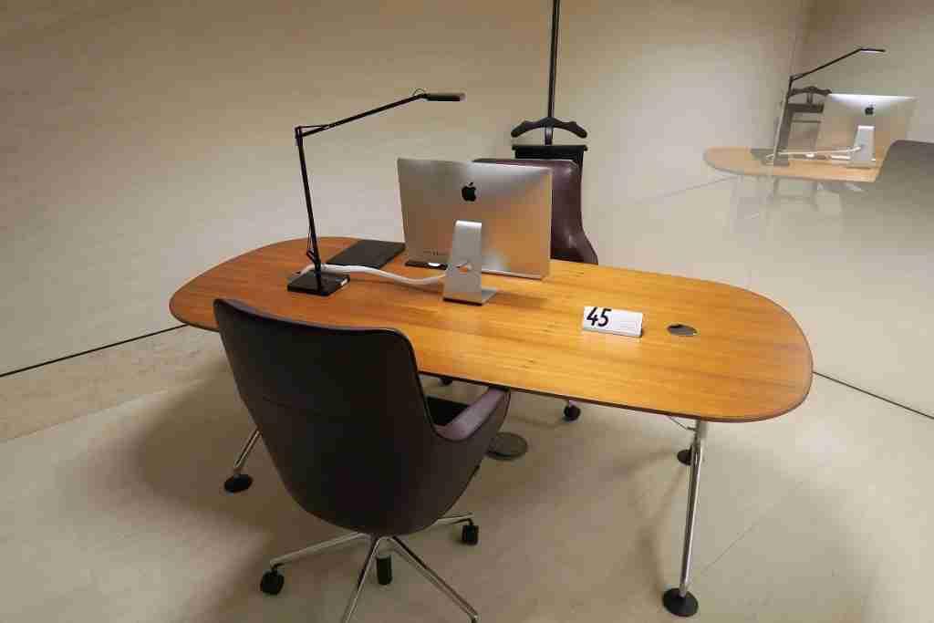 Qatar First Class lounge business center