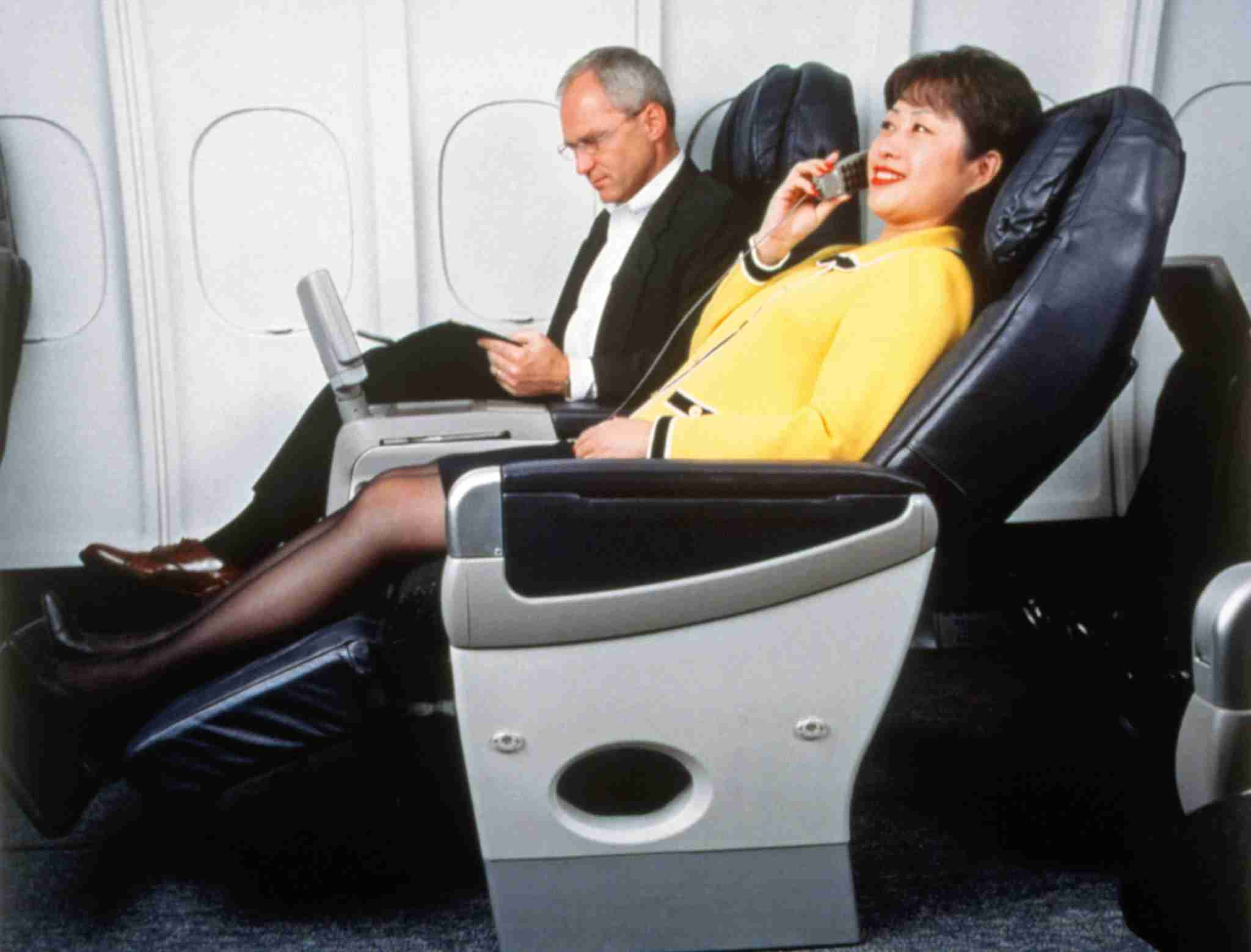 By 1998, Delta was offering BusinessElite service featuring cradle chairs with legrests and adjustable settings. The first class cabin was no longer offered on international flights. Image courtesy of Delta Air Lines.