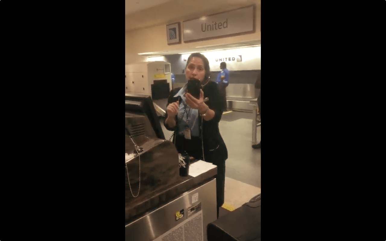 united agent videos passenger taping her cancels his ticket