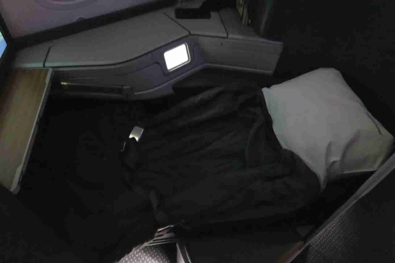 aa787-9_business_bed
