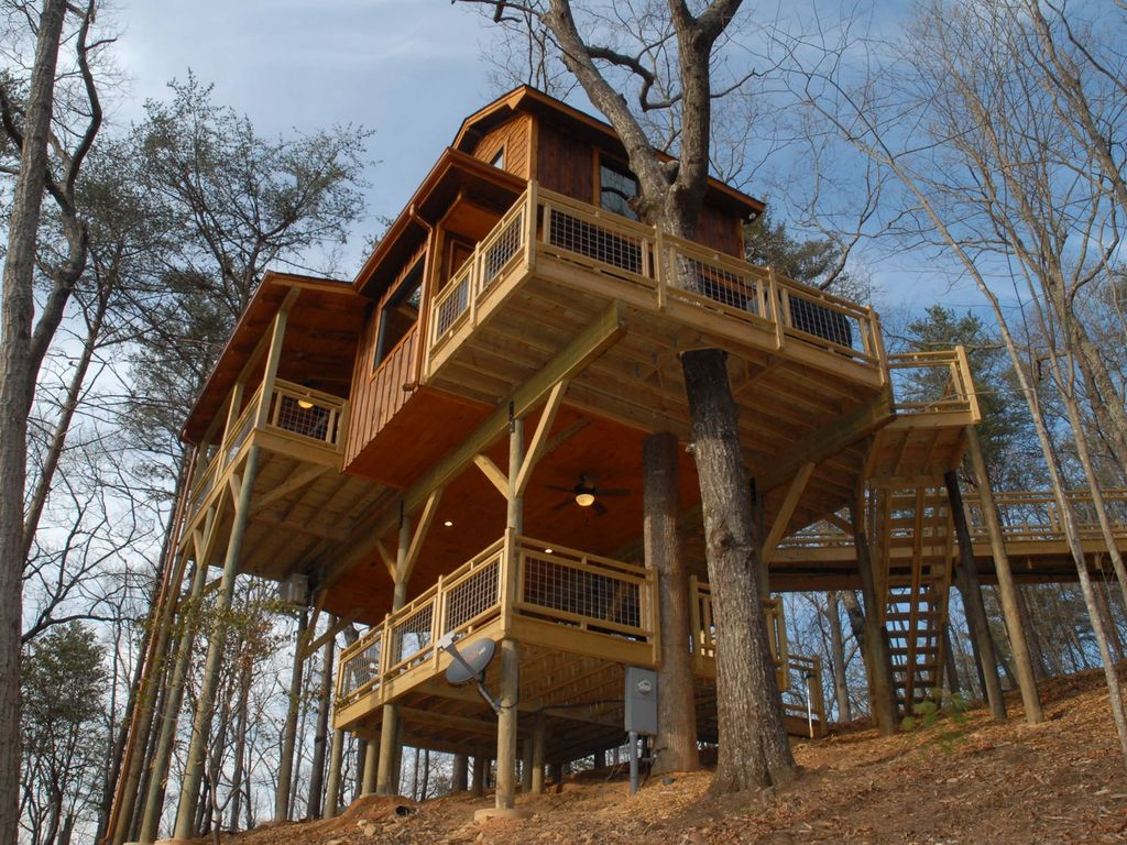 This massive tree house is partially supported by multiple living trees. Photo courtesy of VRBO.