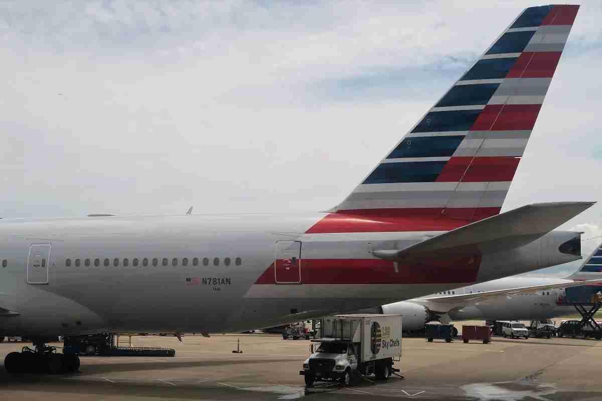 AA 772 tail N718AN 7AM