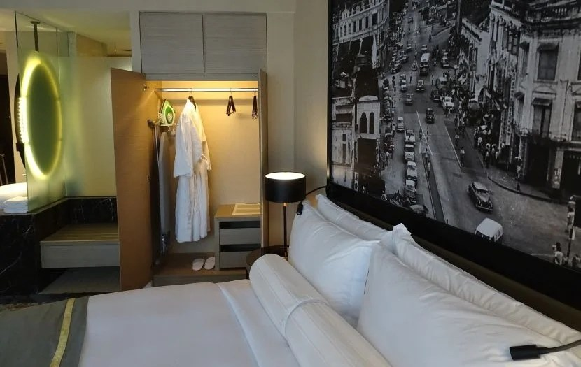 Hotel review hotel stripes kuala lumpur autograph collection for Sofa bed kuala lumpur