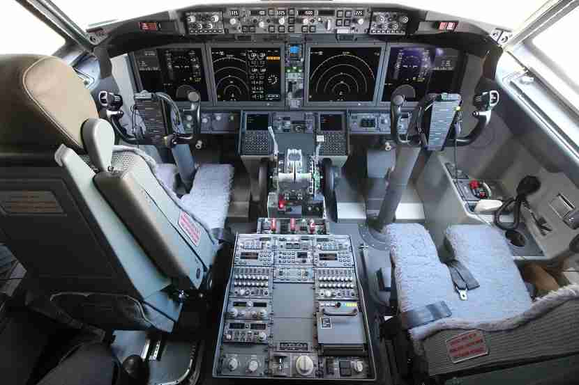 IMG Norwegian Air Boeing 737 MAX 8 cockpit