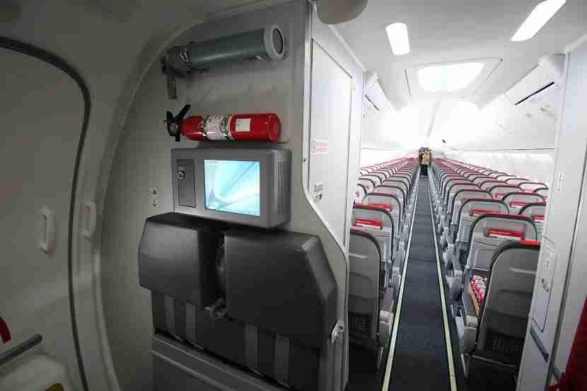 IMG Norwegian Air Boeing 737 MAX 8 jump seat