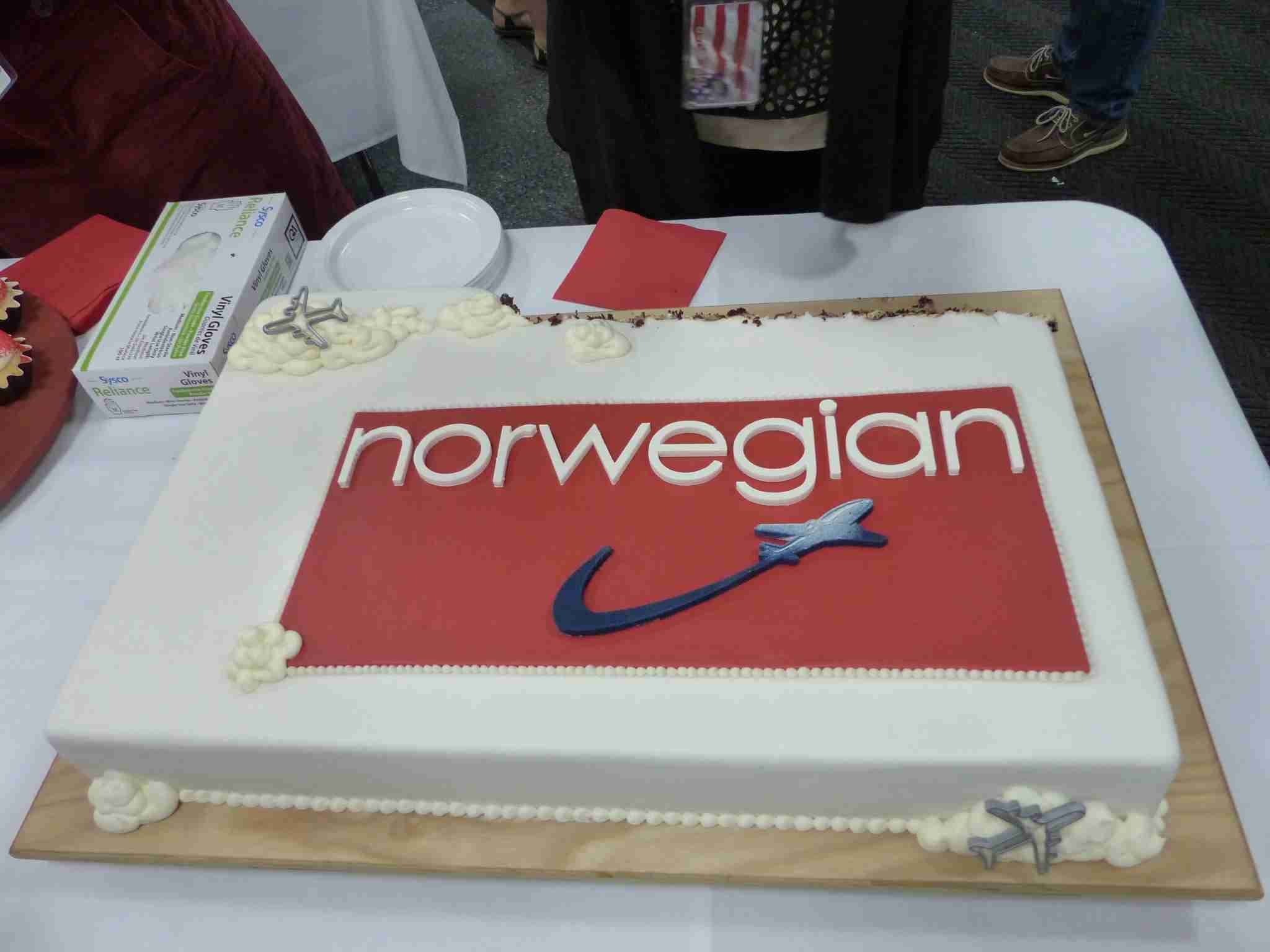 IMG-Norwegian-Edinburgh-cake