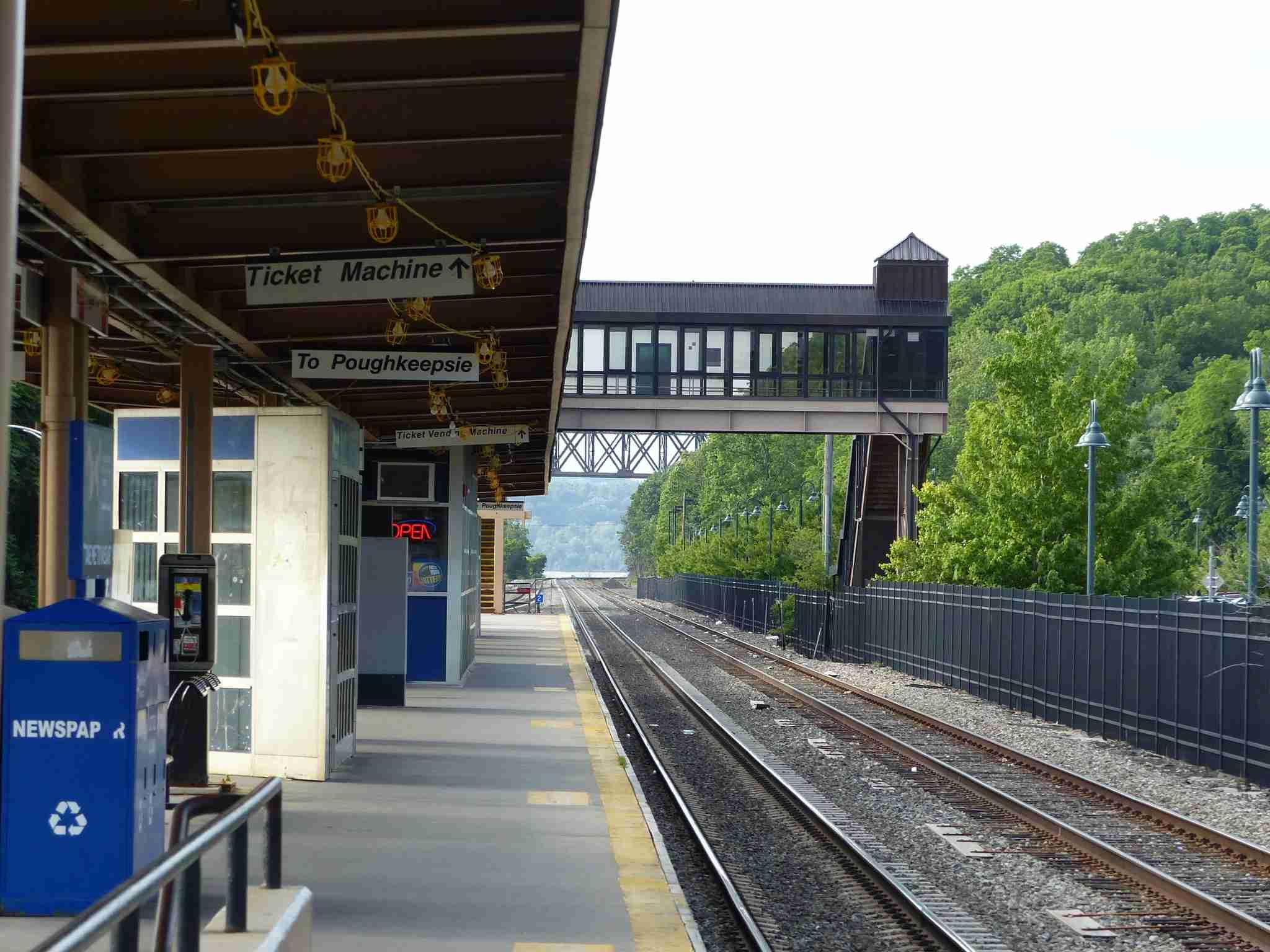 IMG-Norwegian-Edinburgh-train-platform