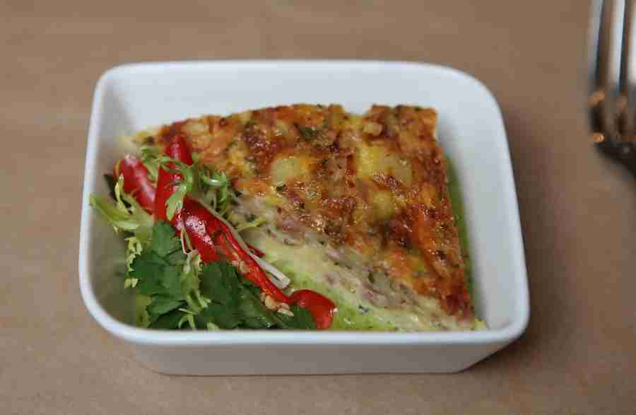 Ham, cheddar and leek frittata. Eggs often prove to be one of the most difficult foods for airlines to work with, because it