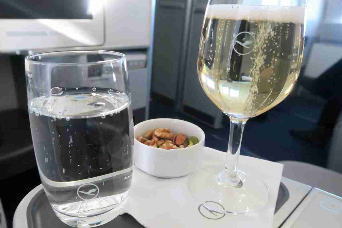Lufthansa 747-8 748 business class IAD-FRA initial drink service