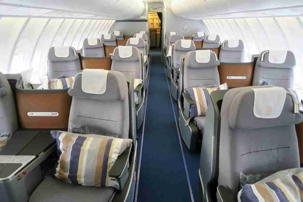 Lufthansa 747-8 748 upper deck business class cabin