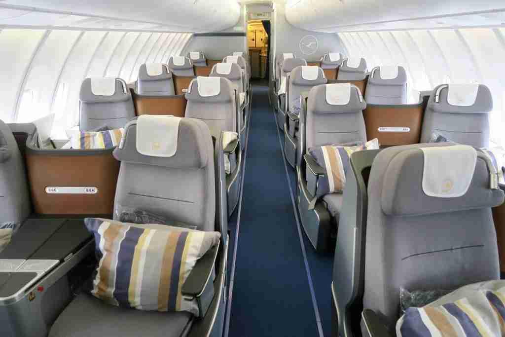 Lufthansa 747-8 748 upper deck business class cabin