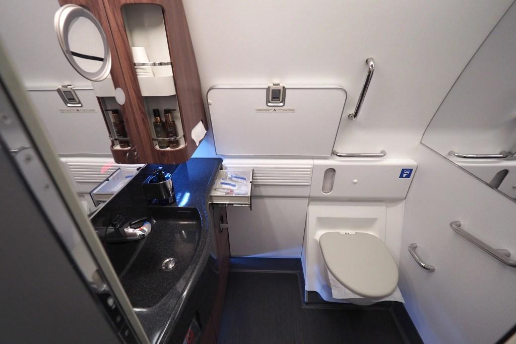 Review Qatar Airways 777 300er Qsuite Business Class
