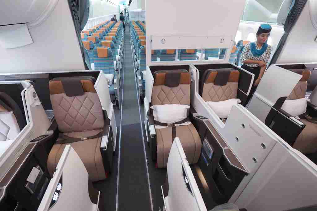 Oman Air 787-9 CDG-MCT Review