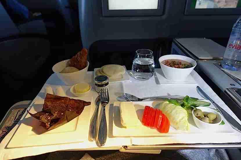 Qatar 777 breakfast