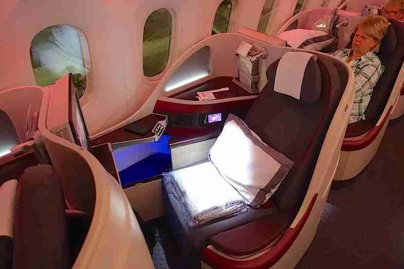 Qatar 787 side seat good