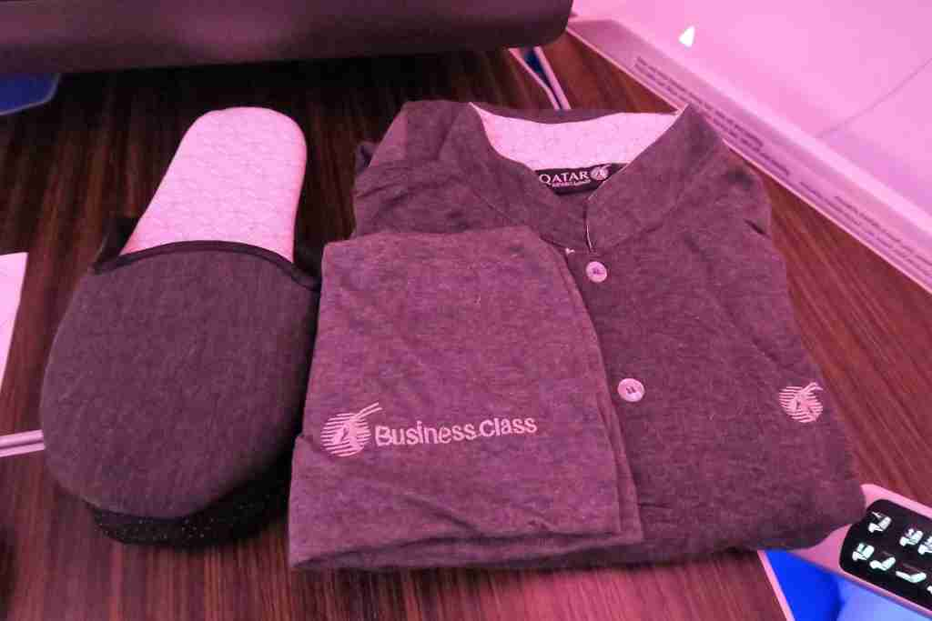 Qatar A350 pajamas and slippers