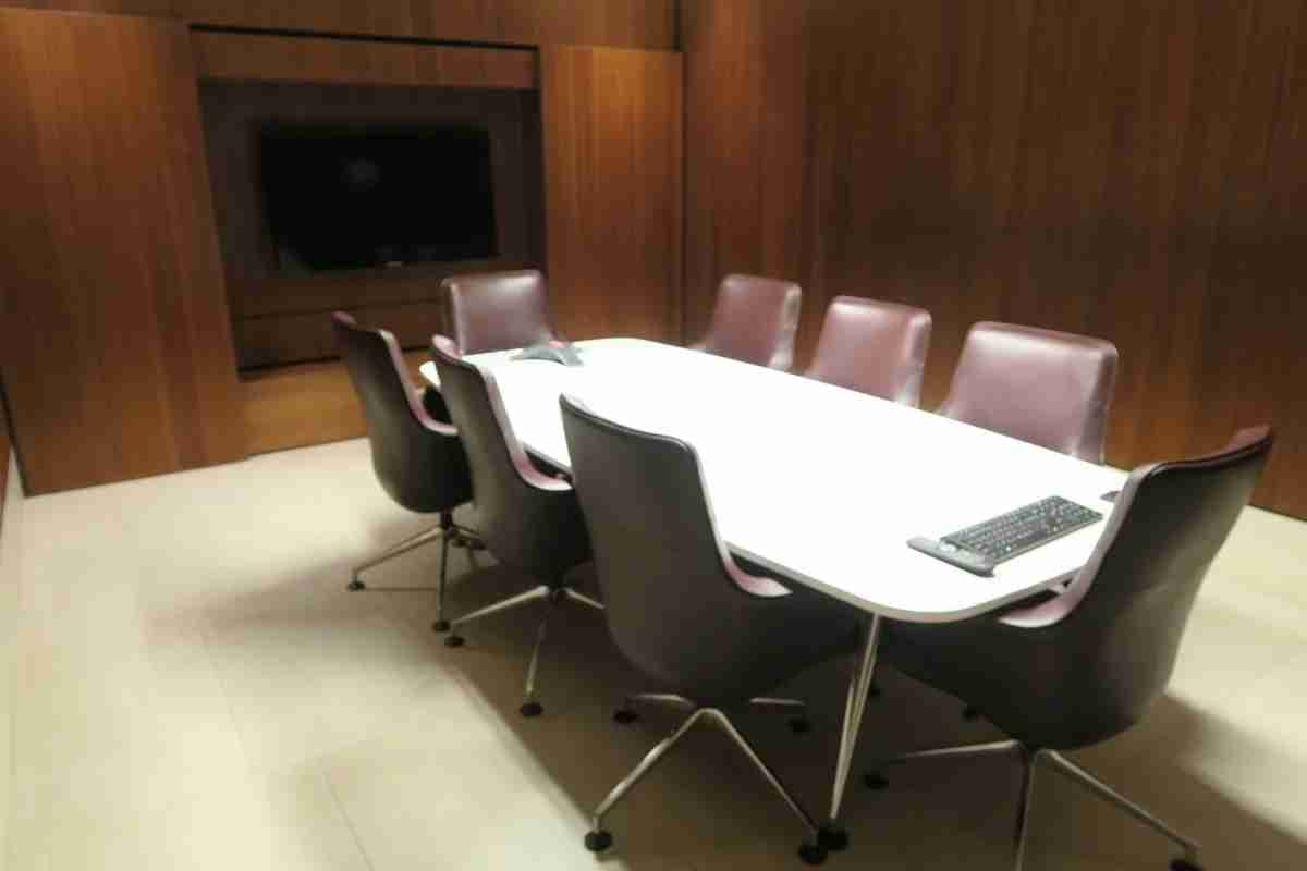 Qatar business class arrivals lounge - conference room