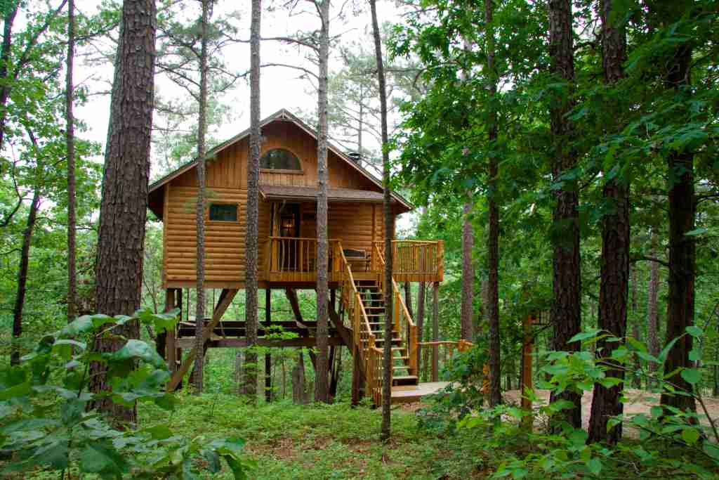 All-pine construction gives the tree house a striking contrast to the forest. Photo courtesy of Tree House Cottages.