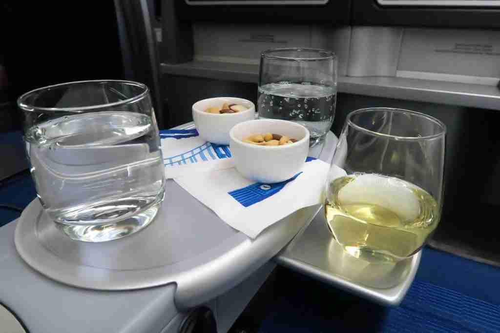 United 777 Polaris Business FRA-IAD first drink service