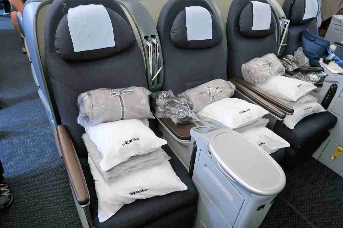 United Polaris Business 777-200 on-seat amenities