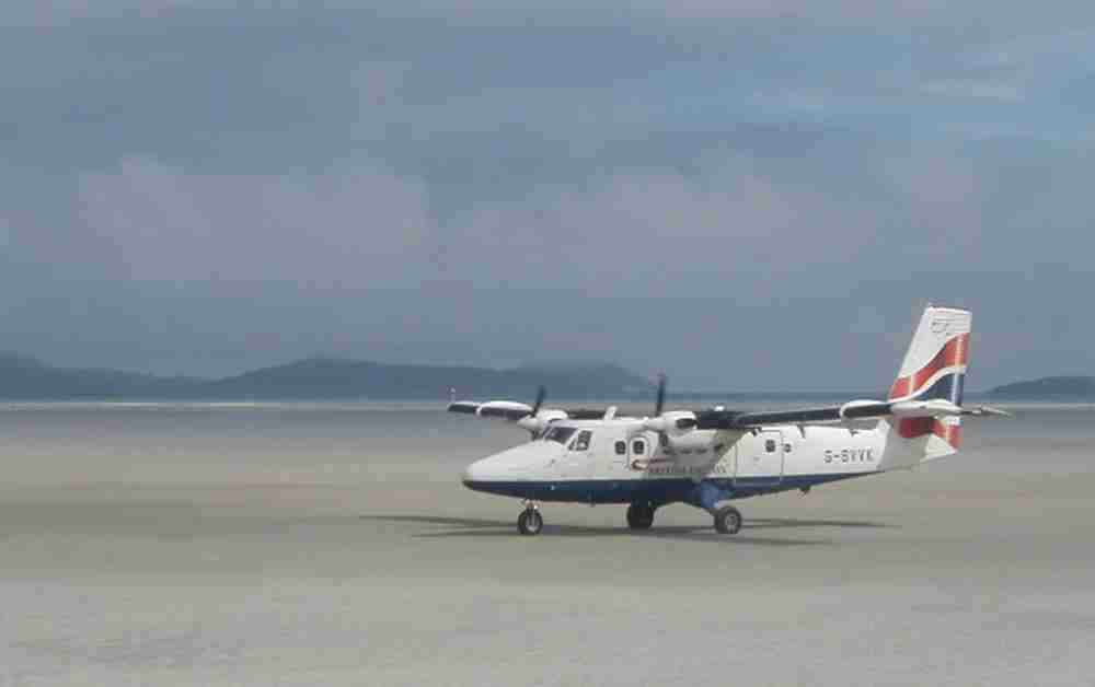 Planes land on the beach runway at Barra Airport. Image by Sue Jackson / Wikipedia Commons.