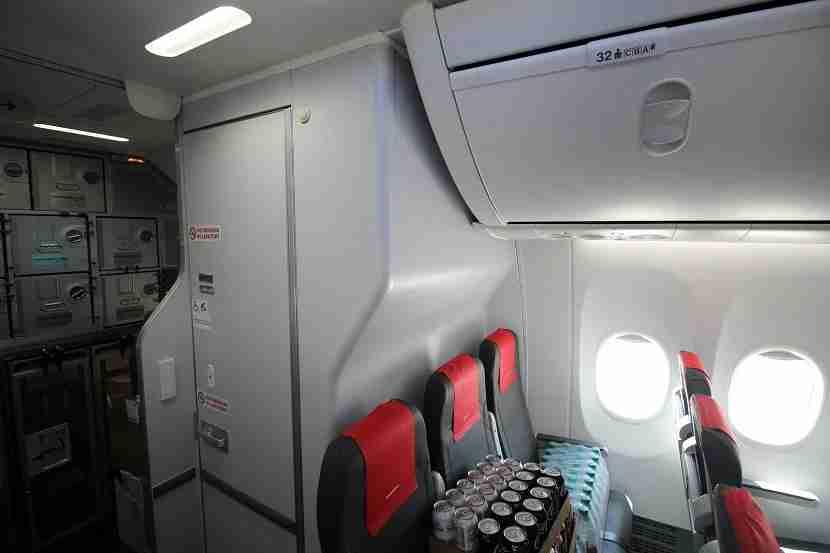 IMG Norwegian Air Boeing 737 MAX 8 back row