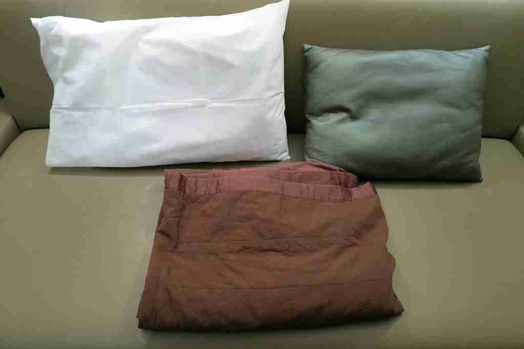 Minute Suites ATL pillows and blanket