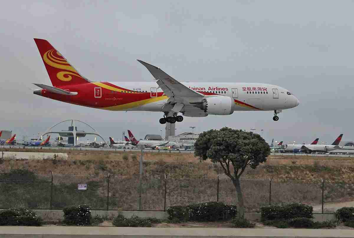 A Boeing 787 lands at LAX. Too bad the day was cloudy; I had managed to find an excellent picture spot.