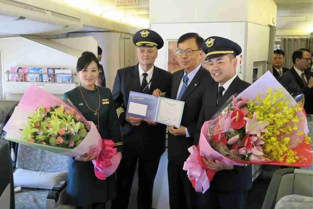 EVA Air final 747 chairman and pilots